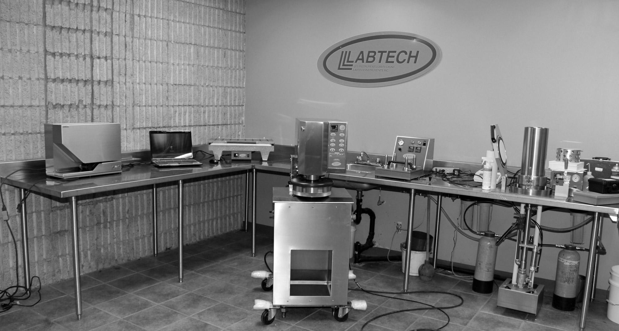 lab-noiretblanc2000px